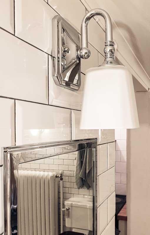 Baderomslampe - Vegglampe Addislade krom/frostet hvit - arvestykke - gammeldags dekor - klassisk stil - retro