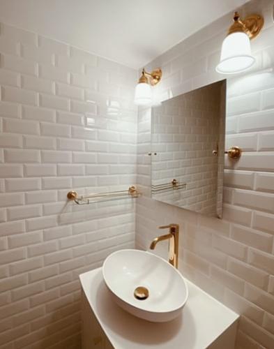 Bathroom Wall Lamp - Adelborg brass, off white bell