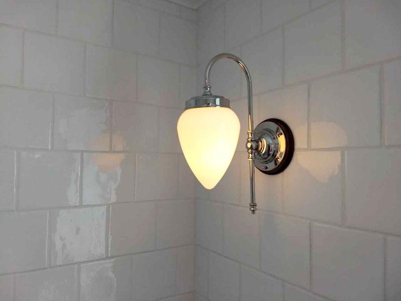Baderomslampe - Blomberg 80 forniklet opalvhitt dråpe - arvestykke - gammeldags dekor - klassisk stil - retro
