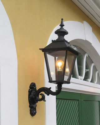 Klassisk Utomhuslampa - Fasadlykta Glimmerö M4 - gammaldags stil - klassisk inredning - sekelskifte - retro
