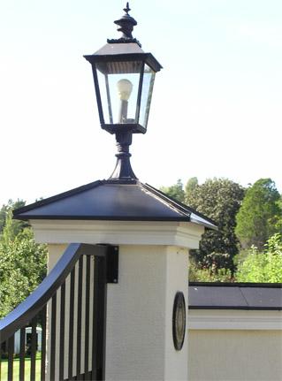 Utomhuslampa - Belysning på grindstolpe Skene L4  - sekelskifte- gammal stil - klassisk inredning