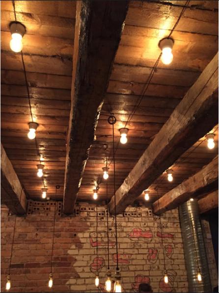 Enkel lamphållare vit porslin - Fotlamphållare rak - sekelskiftesstil - gammaldags inredning - retro - klassisk stil