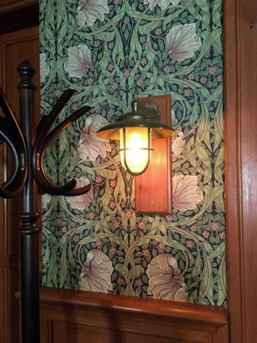 Inspiration - William Morris wallpaper - old style - vintage style - classic interior - retro