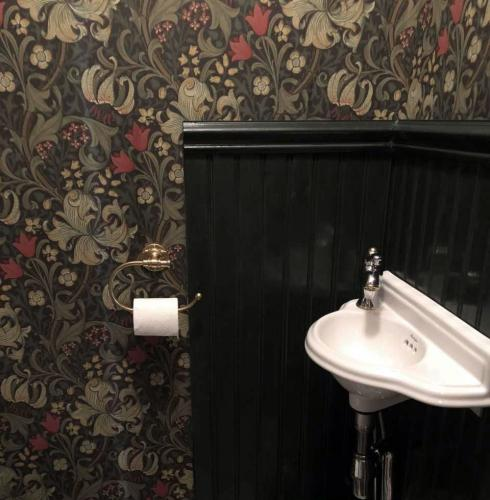 Wallpaper Inspiration William Morris & Co. Wallpaper - Golden Lily Charcoal/Olive - old style - vintage style - classic interior - retro