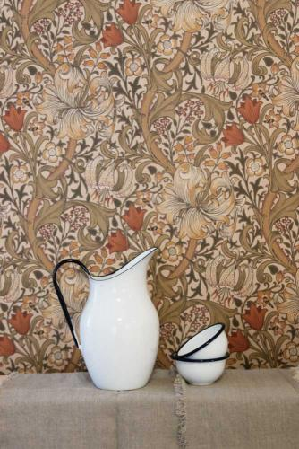 William Morris & Co. Wallpaper - Golden Lily Biscuit/Brick - old style - vintage style - classic interior - retro