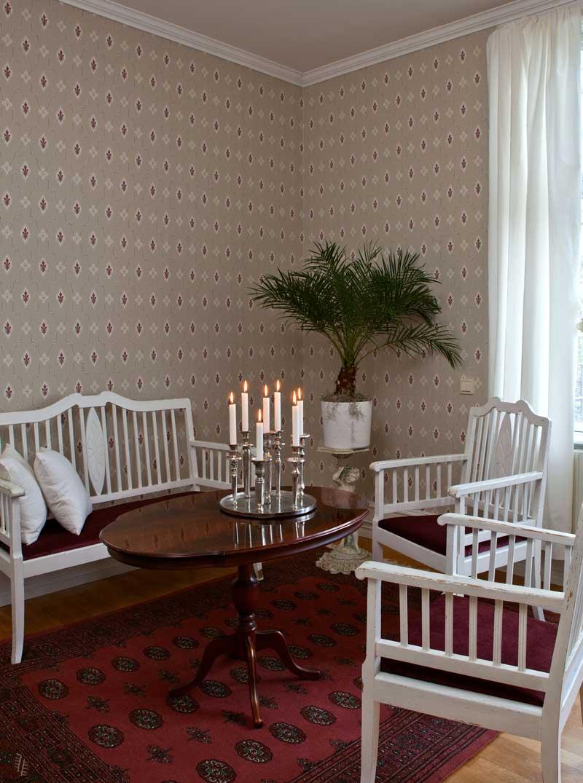 Duro Tapet -Liljesal - Beige/Röd - sekelskiftesstil - gammaldags inredning - klassisk stil - retro