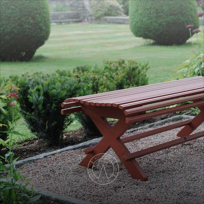 Engelskt röd trädgårdsbänk gammaldags modell 1800-tal - Sekelskifte