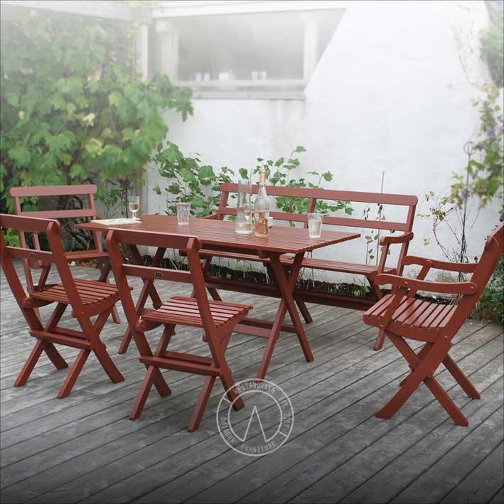 Röd trädgårdsstol i gammaldags stil 1920 ihopfällbar - Sekelskifte