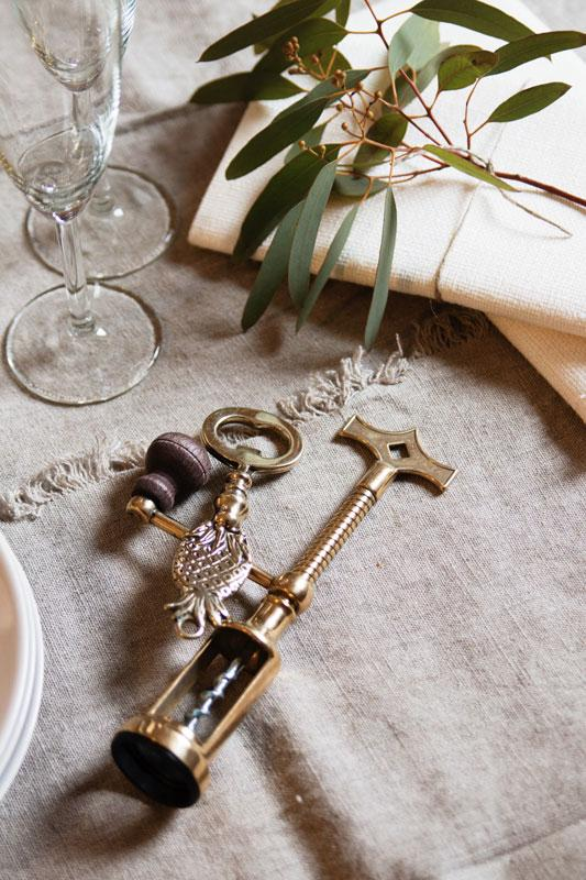Presenttips - Vinöppnare och kapsylöppnare i mässing - sekelskifte - gammaldags stil - klassisk inredning - retro