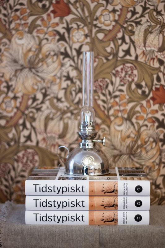 Presenttips - Bok Tidstypiskt - Fotogenlampa Nattlampa - sekelskifte - gammaldags stil - klassisk inredning - retro