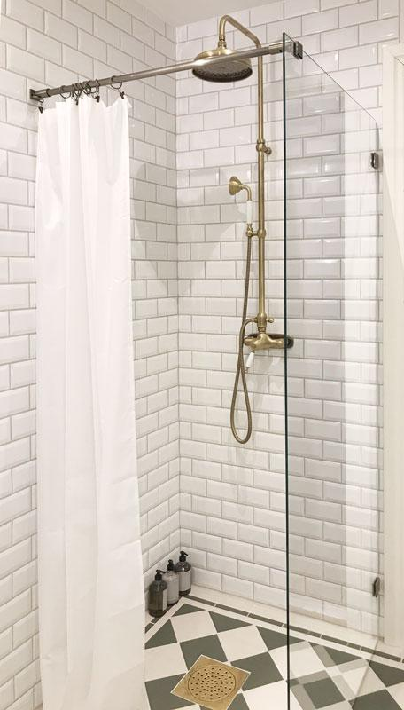 Old style shower with mixer in bronze