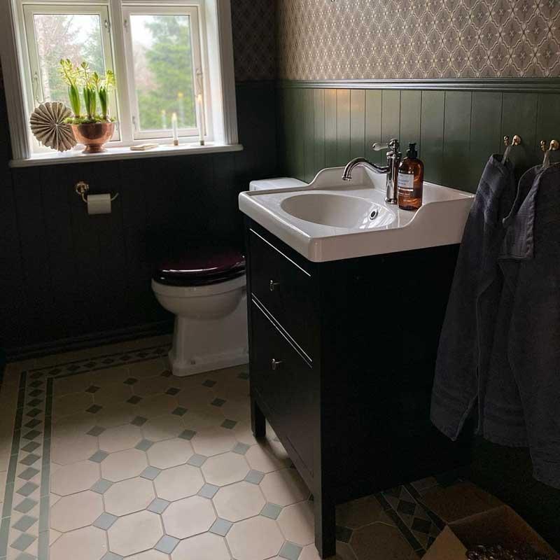 Toalettpappershållare - Mässing - sekelskiftesstil - gammaldags inredning - klassisk stil - retro
