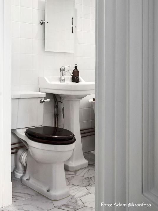 Avløpsstuss i porselen - for toalett med P-lås - arvestykke - gammeldags dekor - klassisk stil - retro