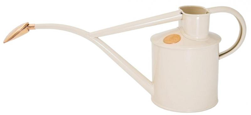 Old style water kettle indoors - Cream white 1 L