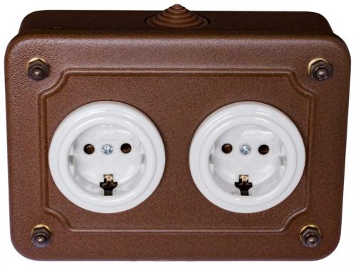Double porcelain outlets  in metal box - white porcelain/aged metal