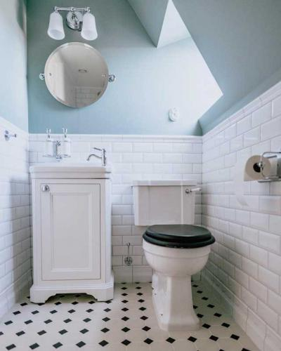 Bathroom inspiration old style classic back and white