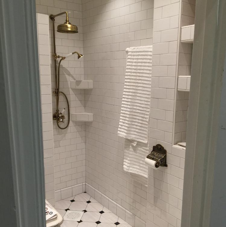 Inspiration - Bronze in the bathroom