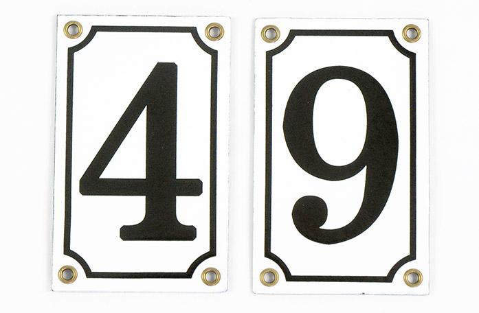 Husnummer - Emaljskylt vit/svart 12x7,5 cm