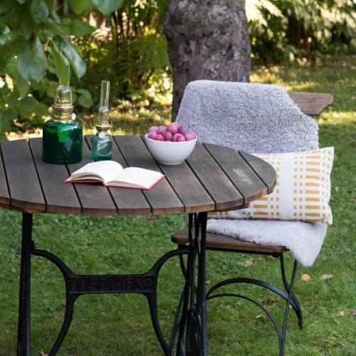 Inspiration - Husqvarna garden furniture group with karosene lamps