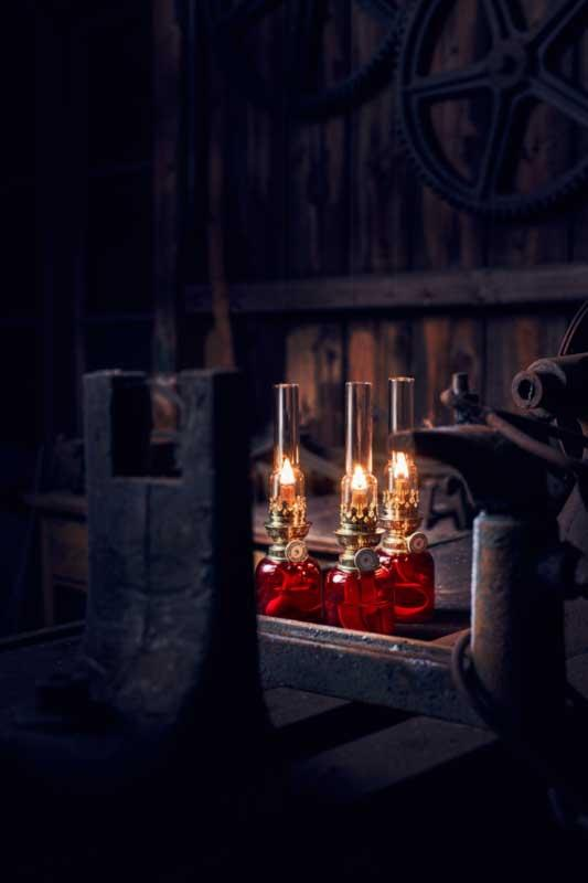 Koholmen - Liten bordsfotogenlampa med lykthus i glas Höjd: 240 mm - sekelskifte - gammaldags stil - klassisk inredning - retro