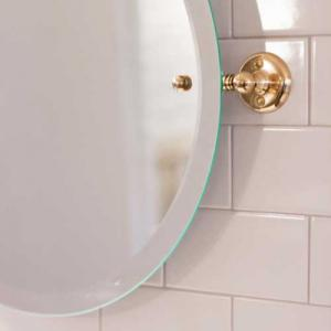 Classical bathroom accessories in brass - Sekelskifte