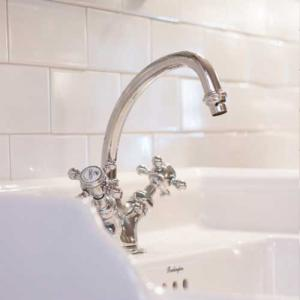 Washbasin mixer for an old-fashioned bathroom - Sekelskifte