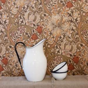 Classic wallpaper from William Morris - old style - vintage style - classic interior - retro