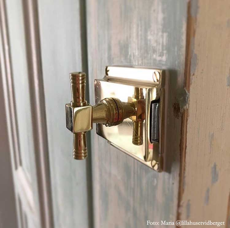 Old style WC lock round - Toilet latch brass