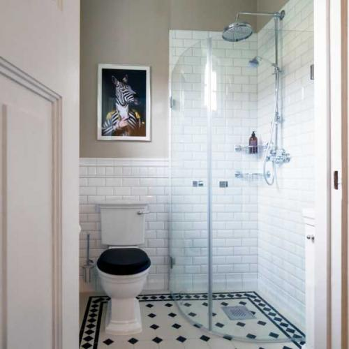 Inspiration - Bathroom with shower wall