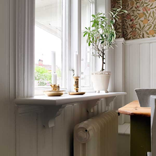 Inspiration - Window board with wooden console