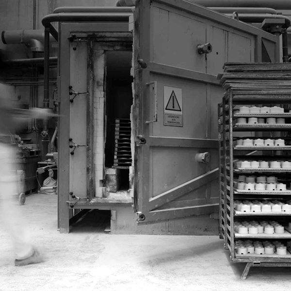 En gammaldags strömbrytare i porslin blir till - steg för steg - sekelskifte - gammaldags stil - klassisk inredning - retro