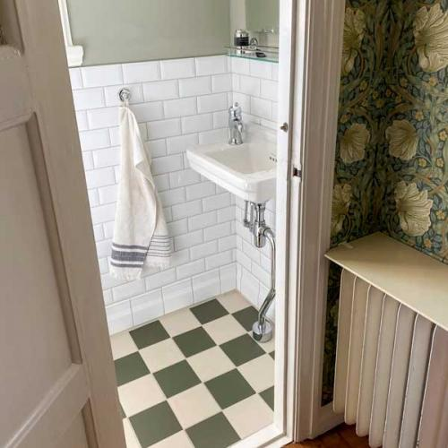 Inspiration - Bathroom with green checkered floor tiles