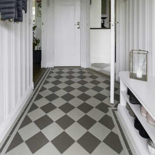 Inspiration - Grårutete gulv i gangen