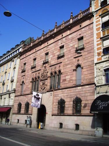 Tips & Fakta - Fasaden till Hallwyls palats - gammaldags stil - klassisk inredning - sekelskifte - retro