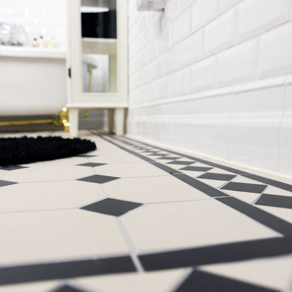 Inspiration - Classic bathroom with Victorian Floor Tiles - old fashioned style - vintage interior -
