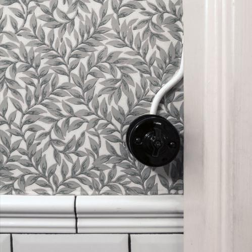 Newly renovated guest toilet - Lim & Handtryck wallpaper - Leaf pattern twig / green