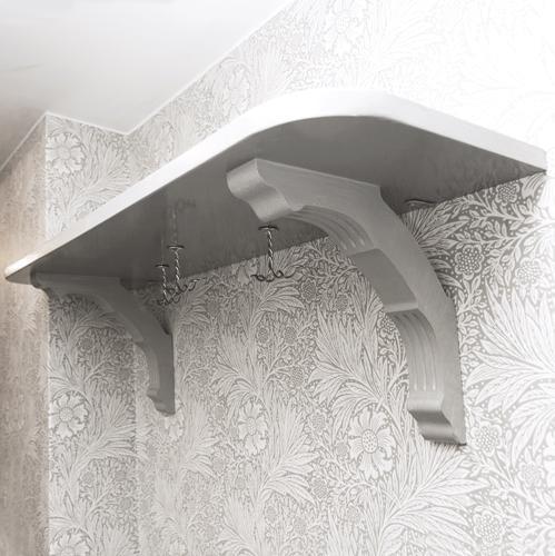 Inspiration - Bygg en hatthylla av träkonsoler och hyllplan - sekelskifte - gammaldags inredning - retro - klassisk inredning