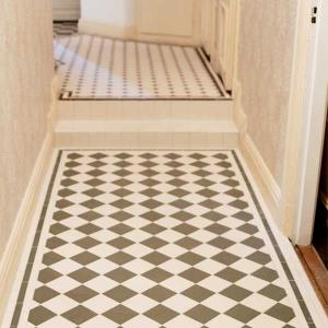 Inspiration - Floor tiles with frame