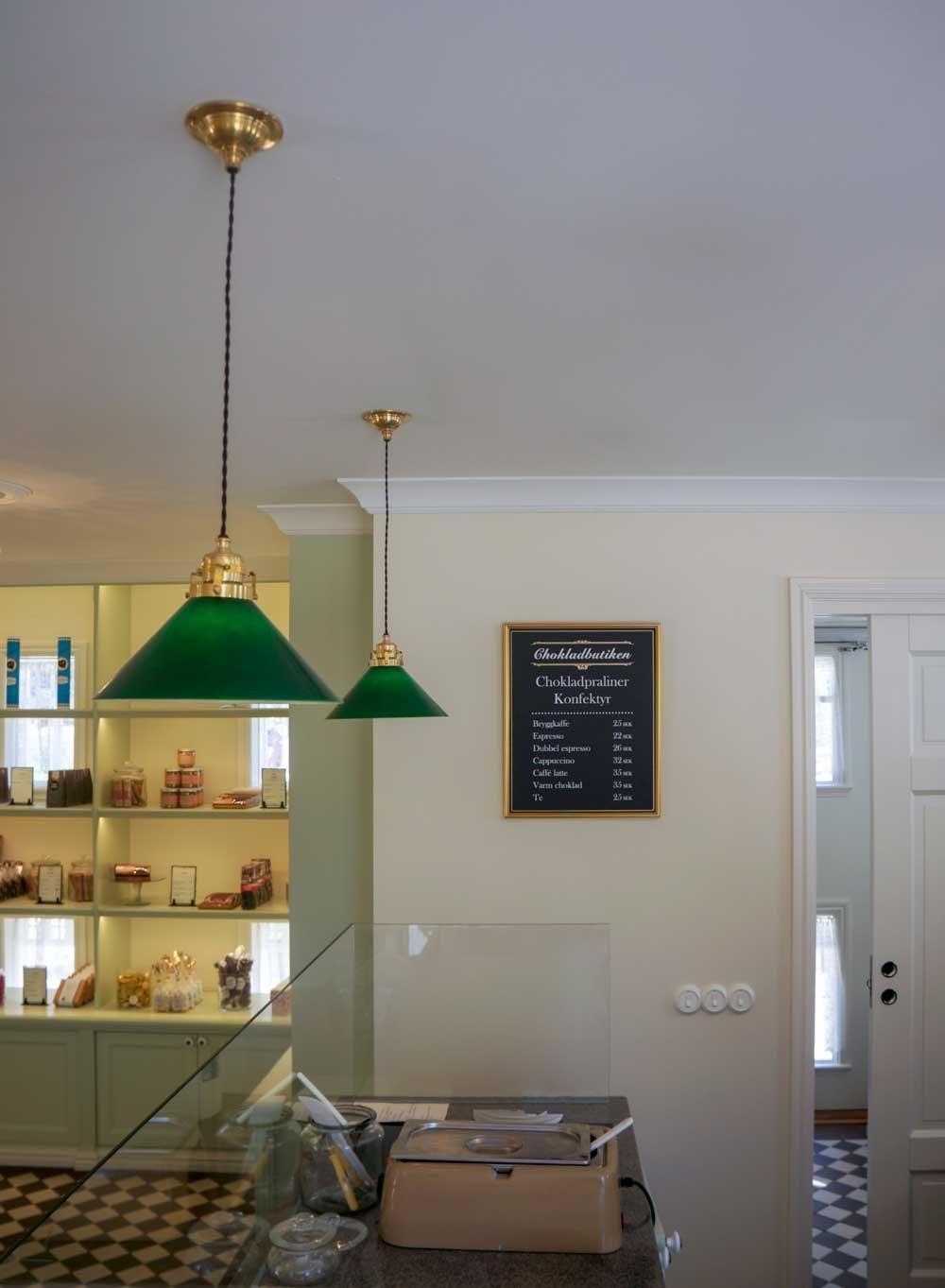 Taklampa Skomakarsladd i mässing med grön skärm Klassiska