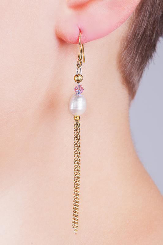 Söta örhängen med odlat sötvattenspäla och rosa Swarovskisten