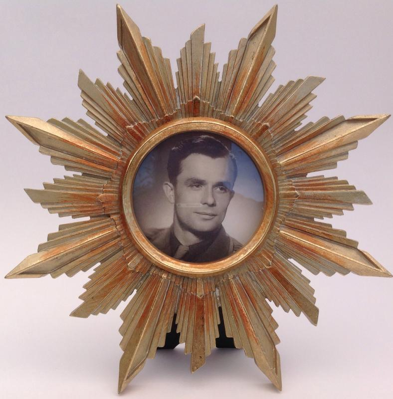 Stora solen fotoram i antikguld