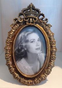 Krona oval fotoram i guld