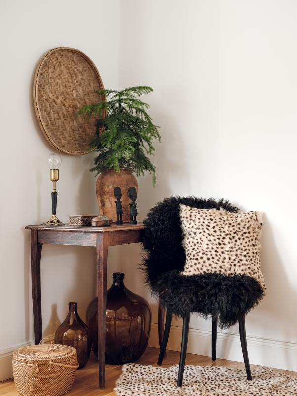 Ebony rug. Sheepskin - Natural Black