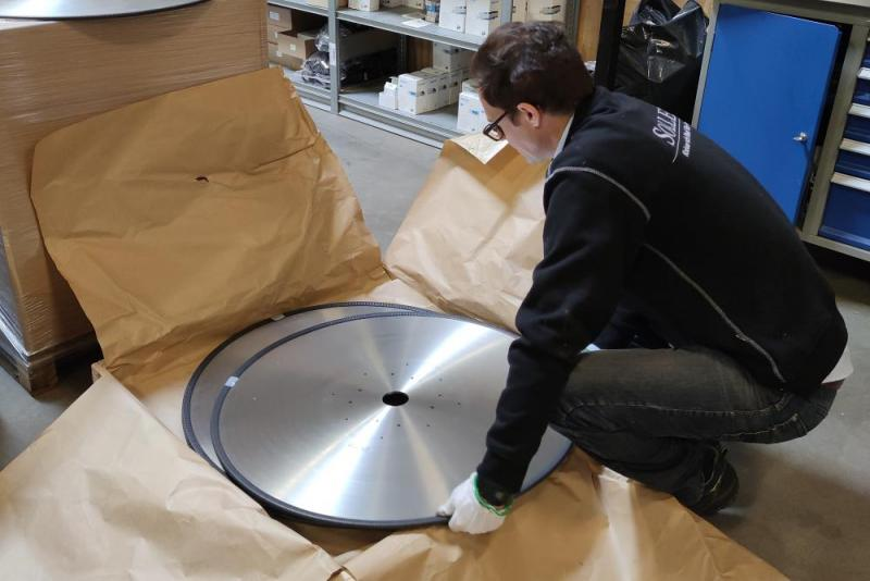 Sollex record-breaking 15kg heavy circular knives and 810mm in diameter