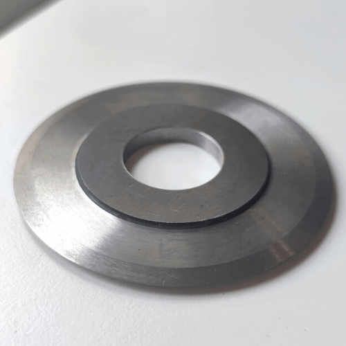 Circular knife / crushing knife P831 in extreme tool steel. Very durable. Crushing knife is used for crushing paper, film and foil products as well as non-woven products.
