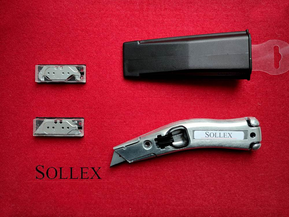 Sollex 2000. Sollex byggkniv är optimerad för att skära i gipsskivor och takpapp. Den är stor nog för arbete med handskar och utformad för att minska slitage på användarens handleder.