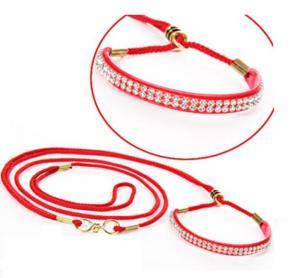 Lyxigt rött utställningskoppel med vit strass