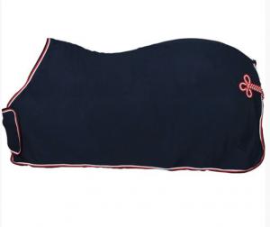 HorseGuard Fleecetäcke med bogplatta och svans fläta - Marin/Röd-Vit