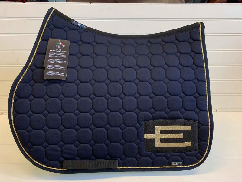 Equiline Octagon Hoppschabrak Marin med Guldsnurra och Svart E-logga