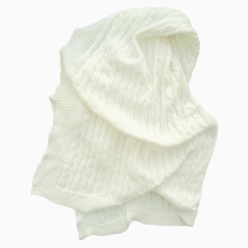 Knitted blanket white